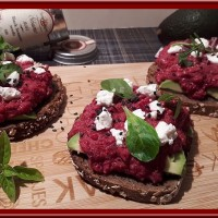 Tartines de betterave rouge et avocat