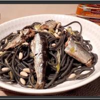 Spaghetti à la fondue de poireaux et sardines