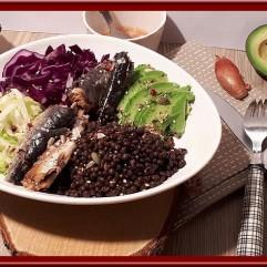 Bowl au chou rouge, lentille et sardines