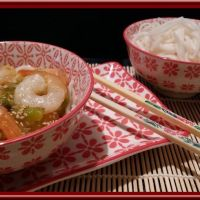 Crevettes sauce aigre-douce et nouilles de riz