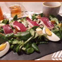 Salade de mâche, et ses échalotes confites au cidre