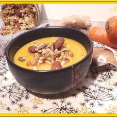 Velouté de carotte, oignon et granola salé au curry