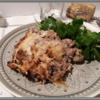 Gratin de chou-fleur, pommes de terre et viande hachée