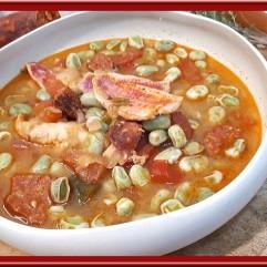 Bouillon de rouget, fèves et chorizo