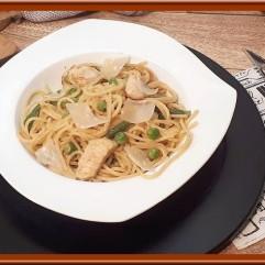 Spaghetti aux légumes verts et aiguillettes de poulet